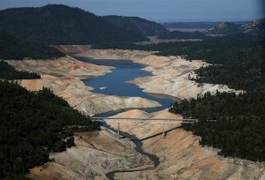 California water reservoirs losing water